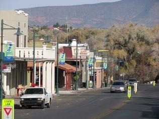 Cottonwood Hotels Old Town Arizona Neighborhood